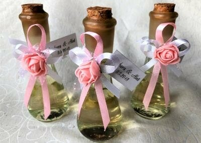 Stekleničke z roza detajli