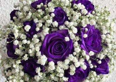 Poročni šopek iz vijoličnih vrtnic